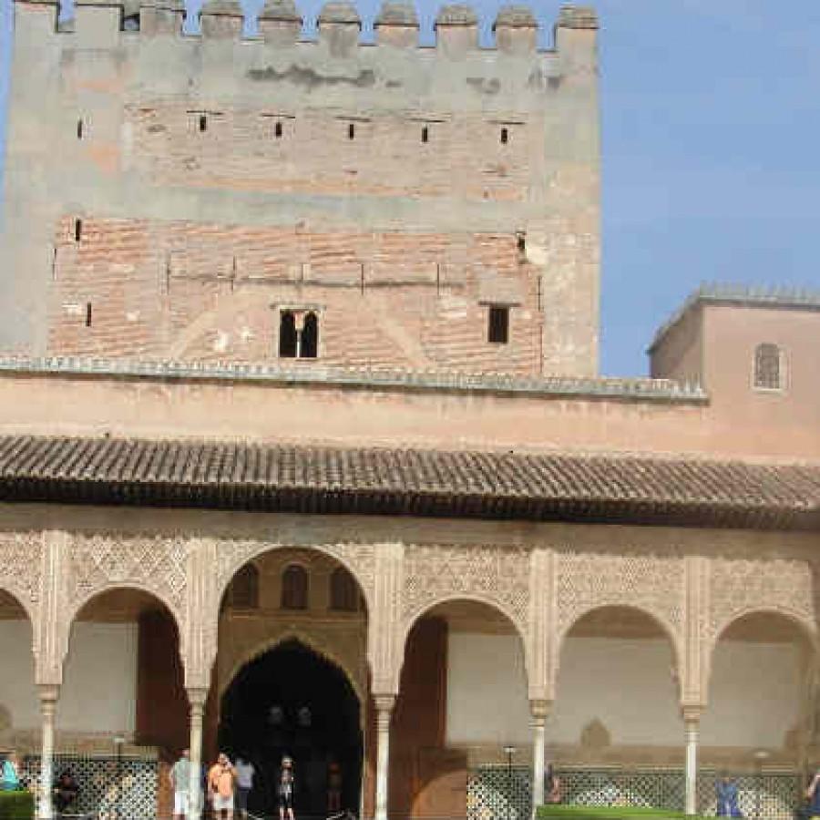 Башня Комарес Альгамбра