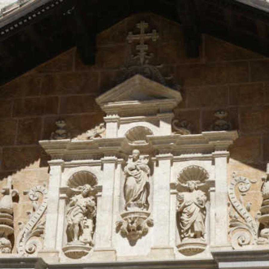 Украшение портала капеллы