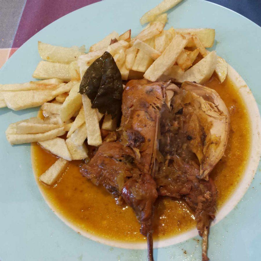 Тушеная куропатка с картофелем фри