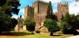 Замок в Гимарайнше. Португалия