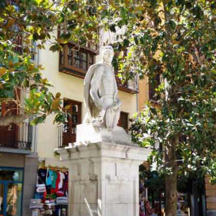Площадь Алонсо Кано в Гранаде
