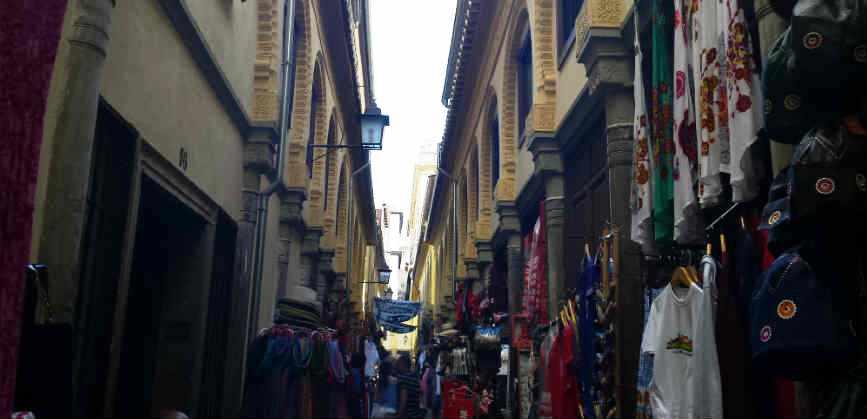 Рынок в Гранаде Алькасерия