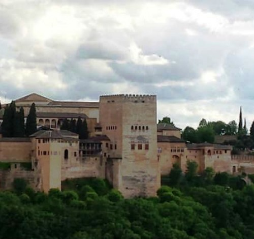 """Экскурсия """" Альгамбра - Красные Замки Гранады"""" самая интересная из всех предлагаемых экскурсий в Испании - вы  в реальности соприкасаетесь с эпохой правления мавров в Европе."""